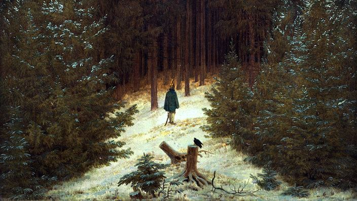 lgemlde eines dunklen Tannenwaldes davor steht ein Mann im Schnee