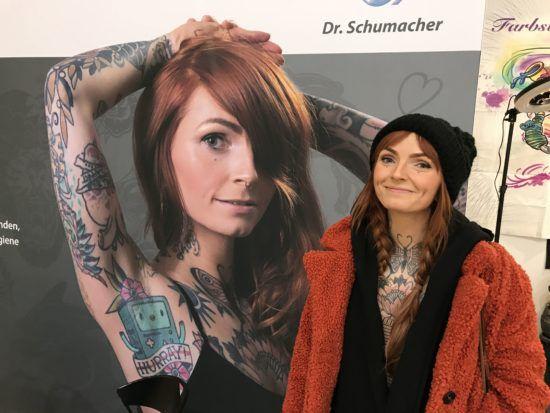 Die doppelte Ronja Ronja aka Mini B ist die Tochter von Tattoomenta-Veranstalterin Jennifer Franke aka Jenny B